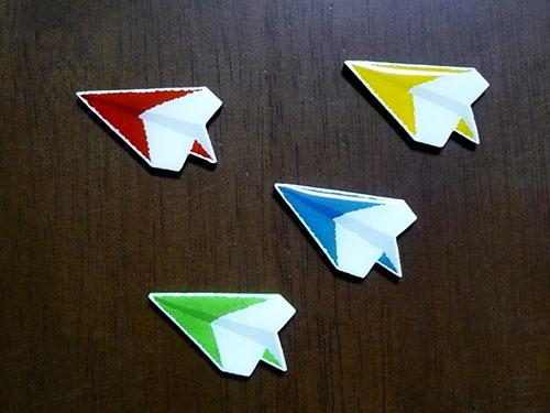 紙飛行機ブローチ