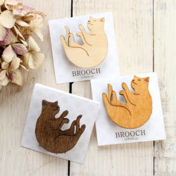 木製ブローチ猫