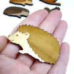木製ブローチ ハリネズミ